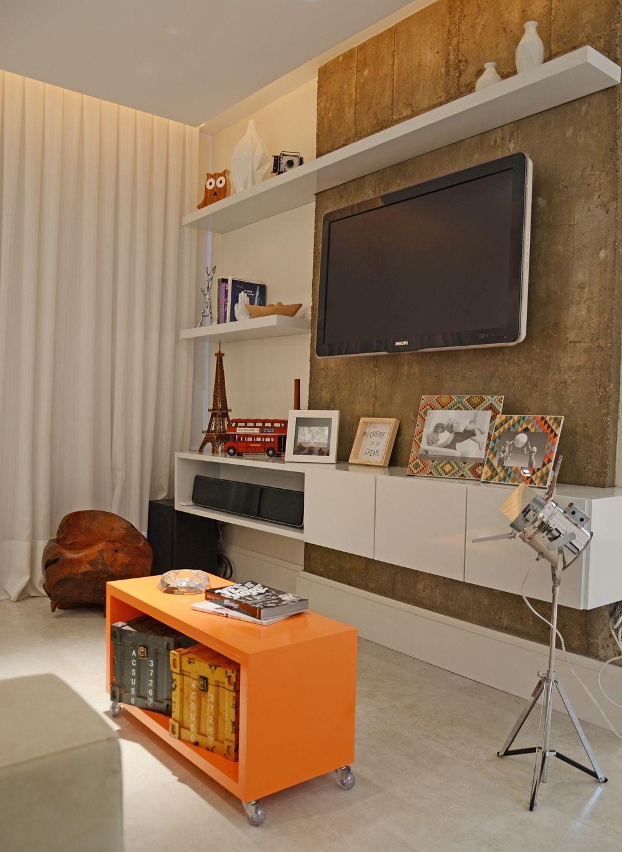 Амбарные доски - оригинальный фон для современной стенки